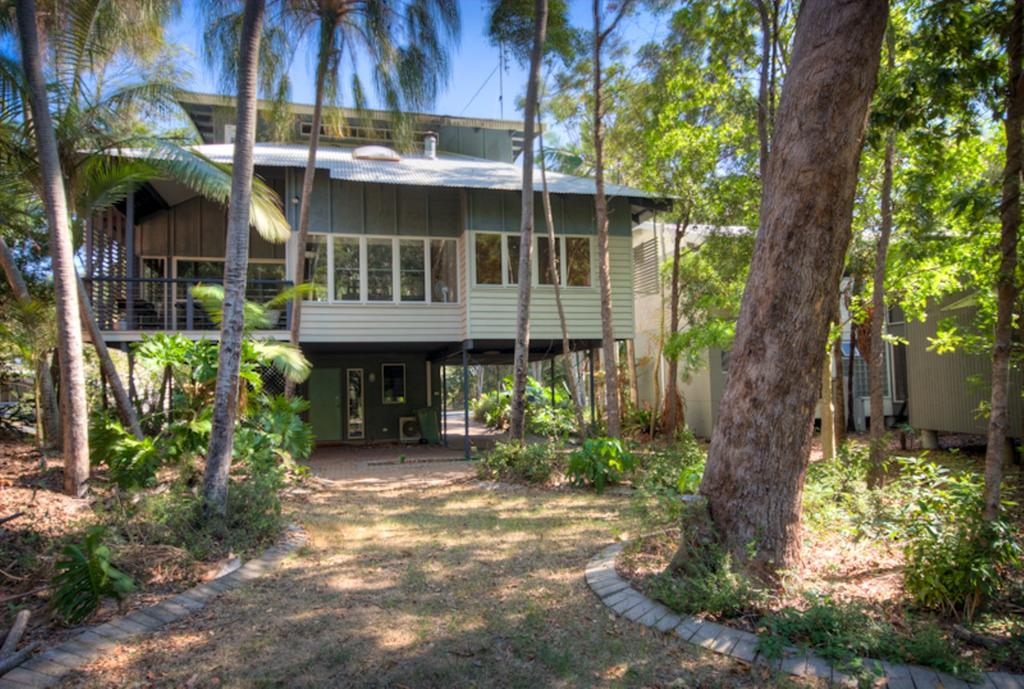 6 Satinwood Drive - Rainbow Shores Stylish Beach House Free WiFi
